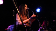 The-Staves-Chicago-Schubas-Adrienne-Thomas7